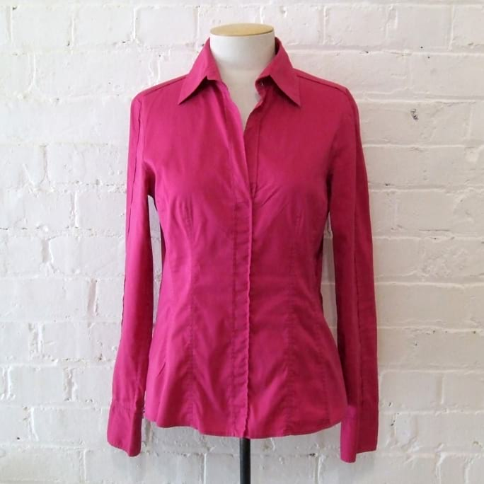 Hot pink fitted stretch cotton shirt.