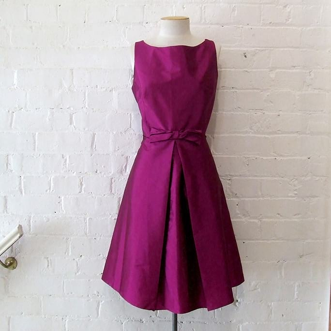 Vintage-style cocktail dress, lined.