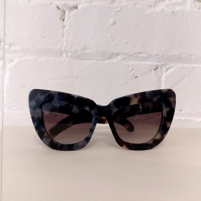 Genius Child catseye sunglasses, tortoiseshell, with case.