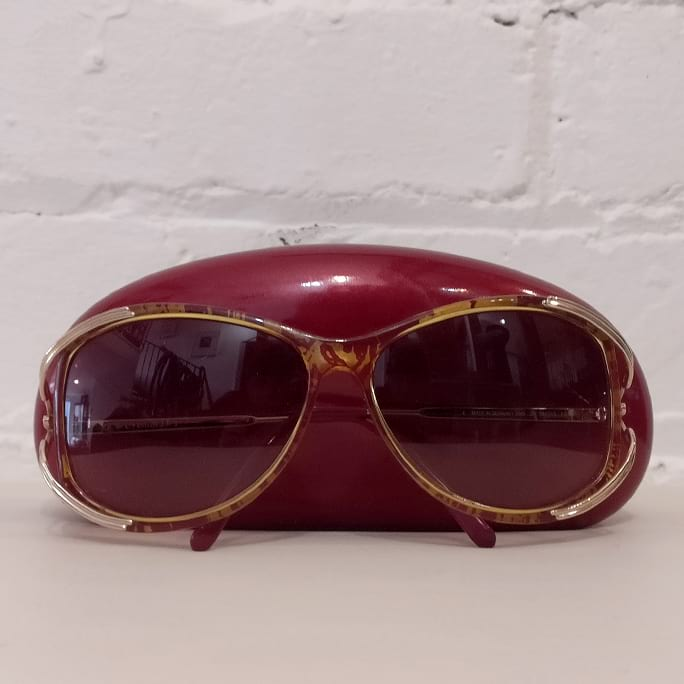 Vintage sunglasses, with case.