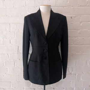Fitted blazer with patch pockets, lined.