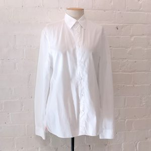 Slim fit white cotton shirt.