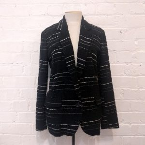 Cotton mix long-line blazer with pockets, unlined.