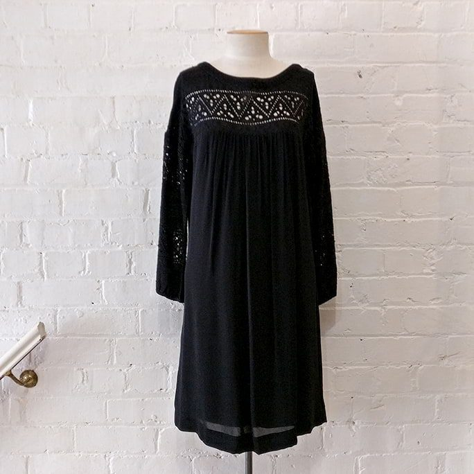 Black dress with cut-out pattern and 3/4 sleeve, lined.