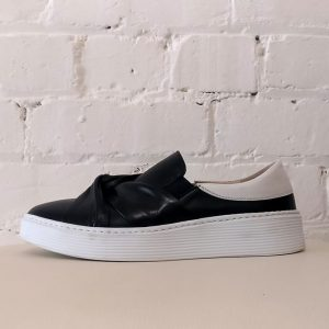 Leather sneaker with twisted leather detail.