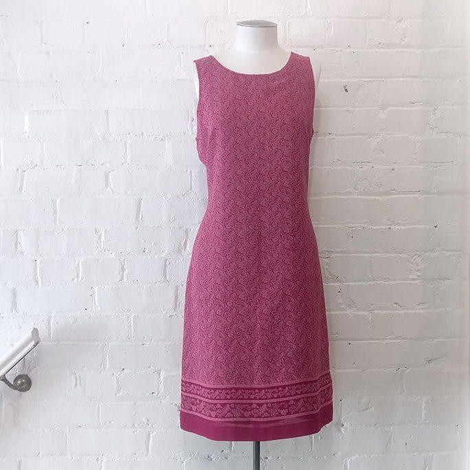 Sleeveless shift dress, lined.