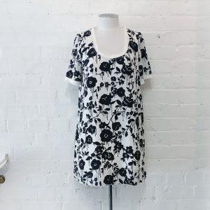 Printed silk dress, lined.