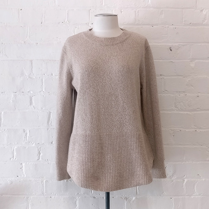 Jersey with cable knit border.