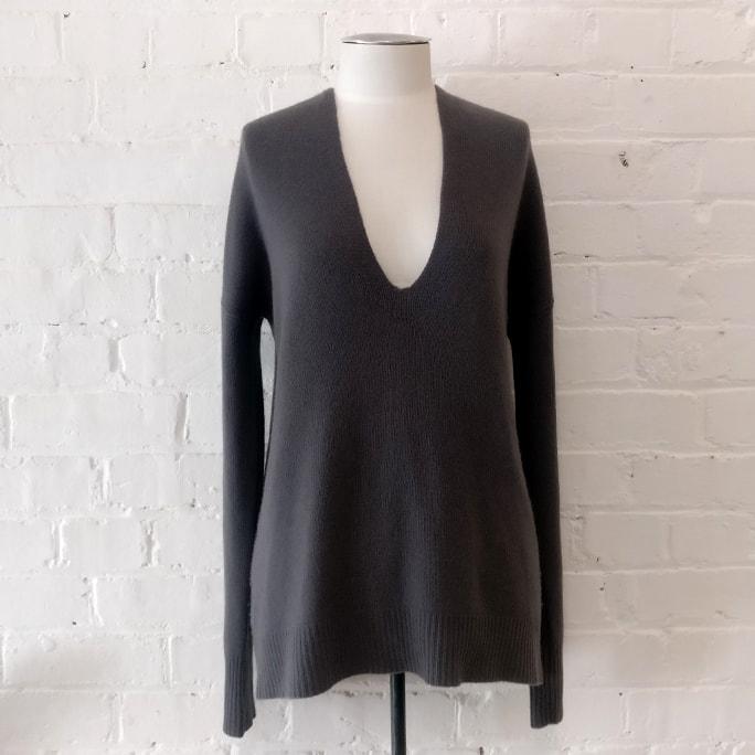 Oversize cashmere v-neck.