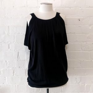 Sleeveless knitted tank top, lined.
