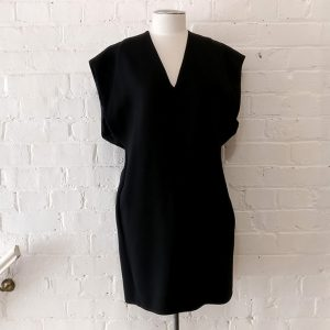 V-neck tunic dress with pockets, lined.