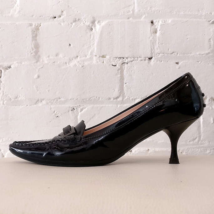 Patent leather kitten heel.