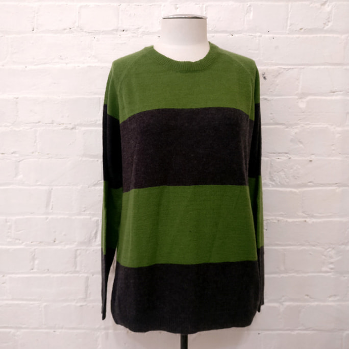100% cashmere striped crew neck jersey.