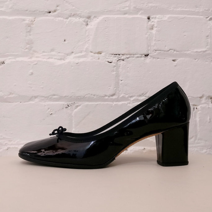 Patent leather pumps, with box.