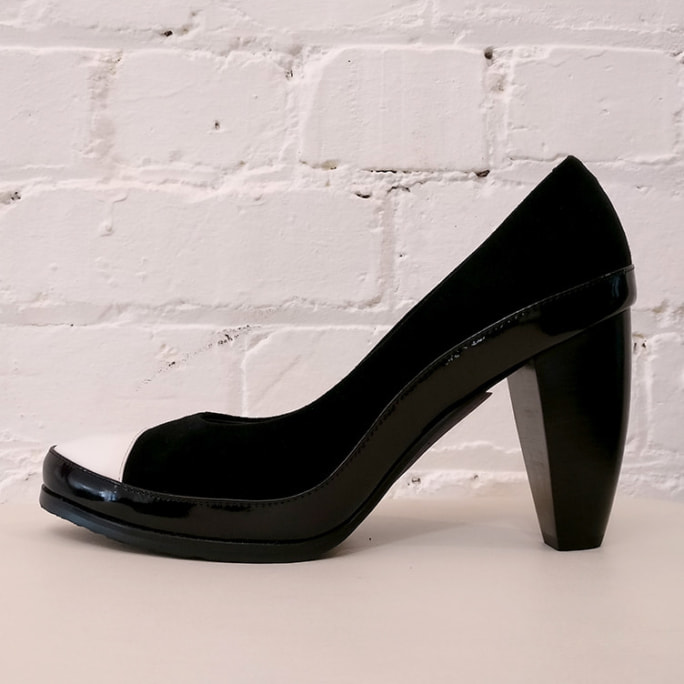 Nubuck and patent leather pumps, has box.