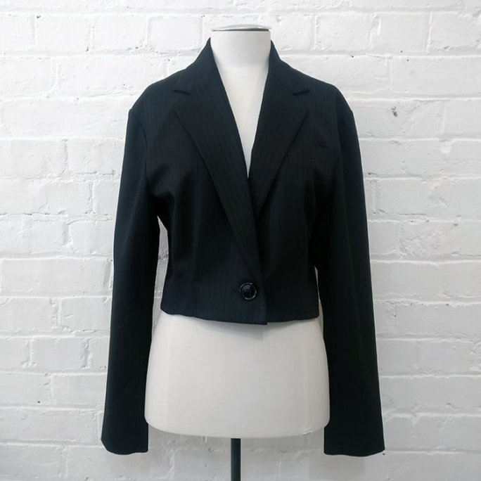 Cropped jacket, lined.