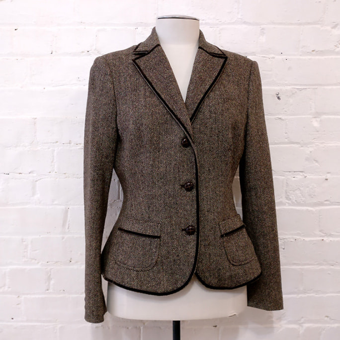 Tweed short jacket with pockets and toggle buttons, lined.