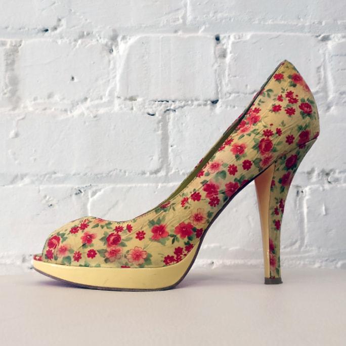 Floral fabric platform peep-toe.