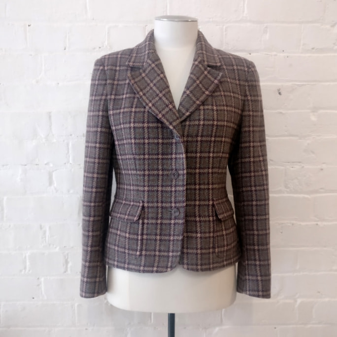 Tweed cropped jacket.