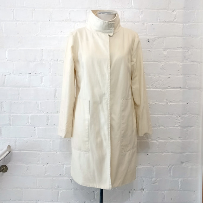 Cotton coat with patch pockets, lined.