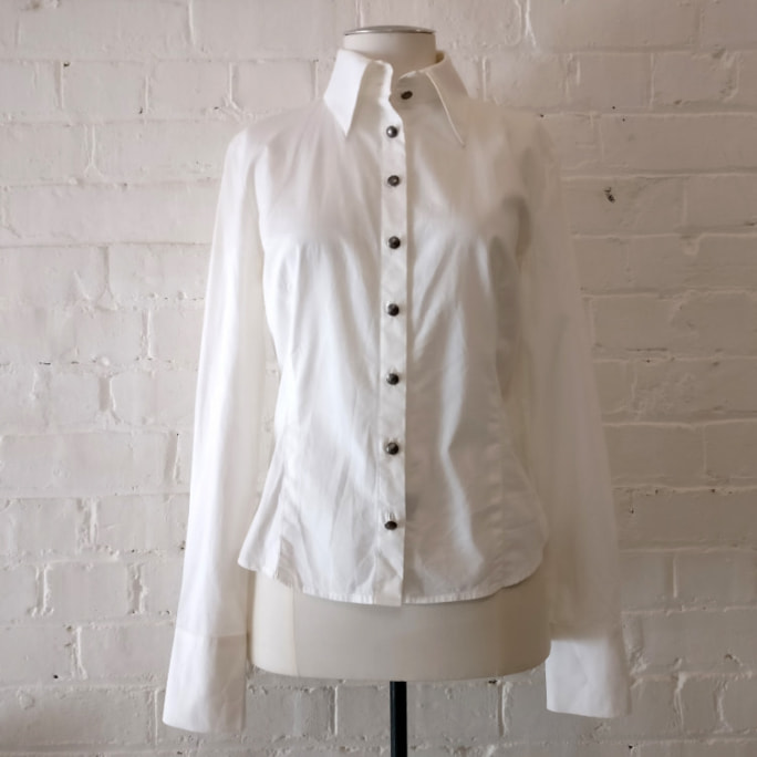 Fitted white stretch cotton shirt with metal Medusa buttons.