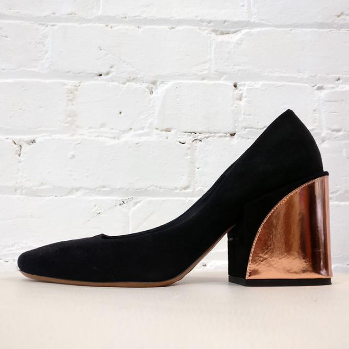 Suede pump with copper heel.