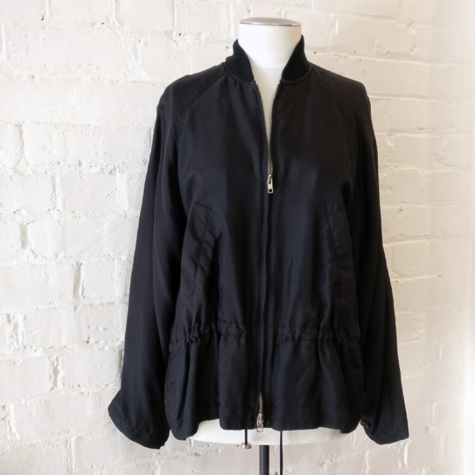 Silk jacket with pockets and drawstring waist, lined.