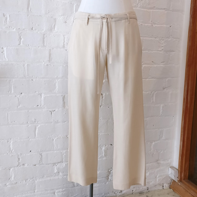 Wool and silk cream cropped trousers, with pockets.