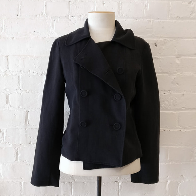 Double-breasted crop jacket with pockets, lined.