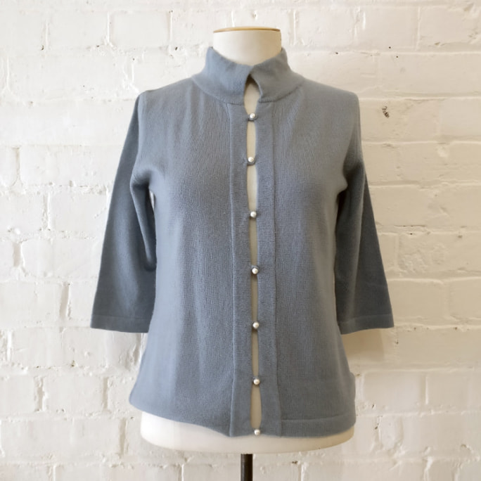 Cropped short-sleeve cardigan with pearl buttons, unworn!