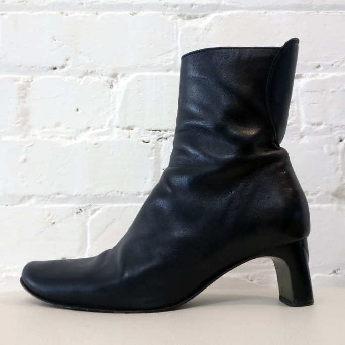 Leather high ankle boot, need re-soling.