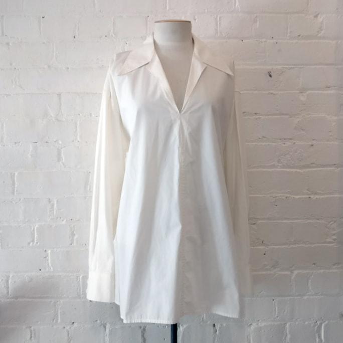 100% cotton off-white shirt-collar top.