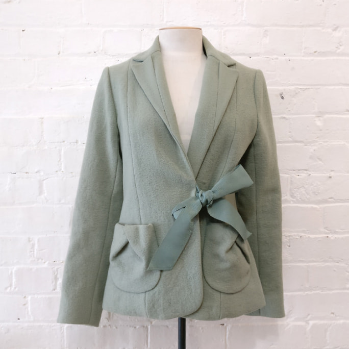 100% wool jacket with silk lining and grosgrain belt. Vintage 2003.