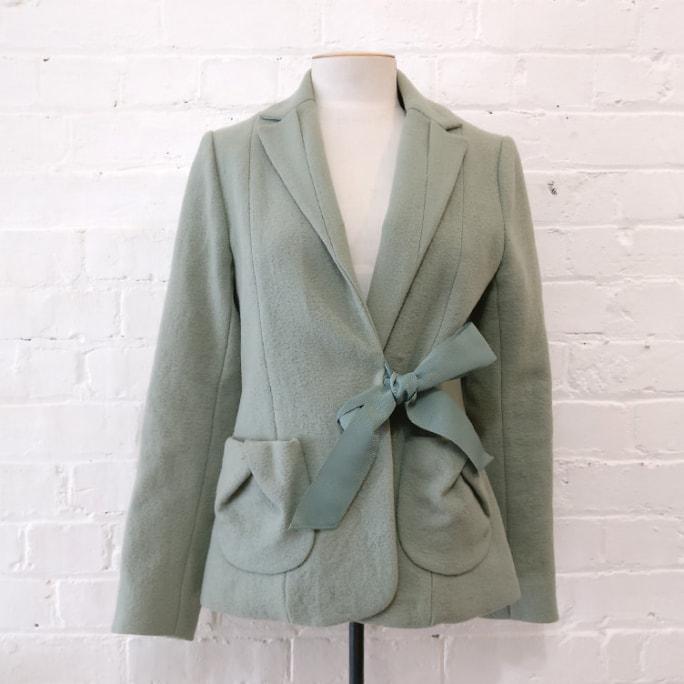100% wool jacket with silk lining and grosgrain belt. Vintage 2003.