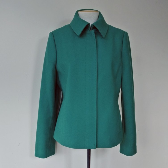 Lined cropped zip-up jacket with pockets.