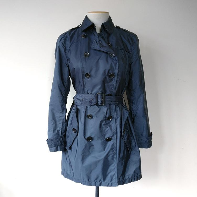 Lightweight raincoat with pockets and belt.