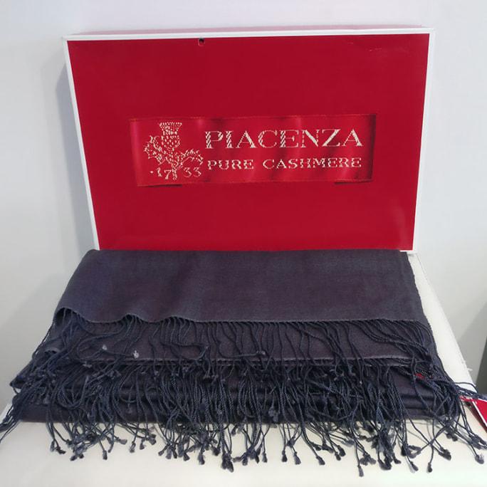 100% cashmere shawl with presentation box, looks new!