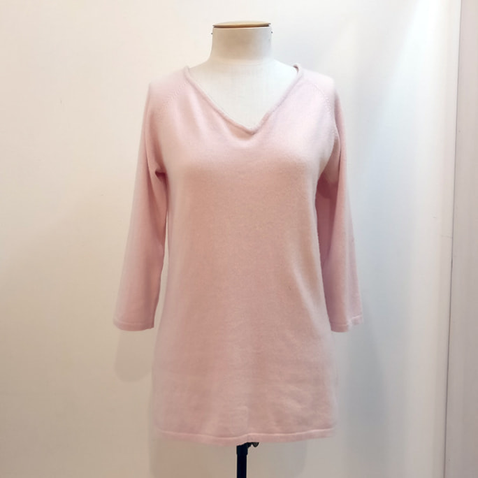 Pale pink 100% cashmere knit top.
