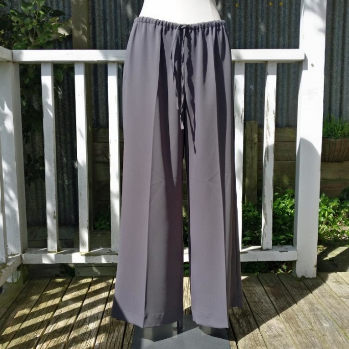 Wide pants with drawstring and pockets, unlined.